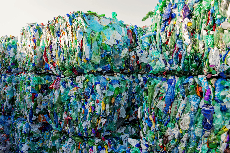 en lot de plastique de couleur,