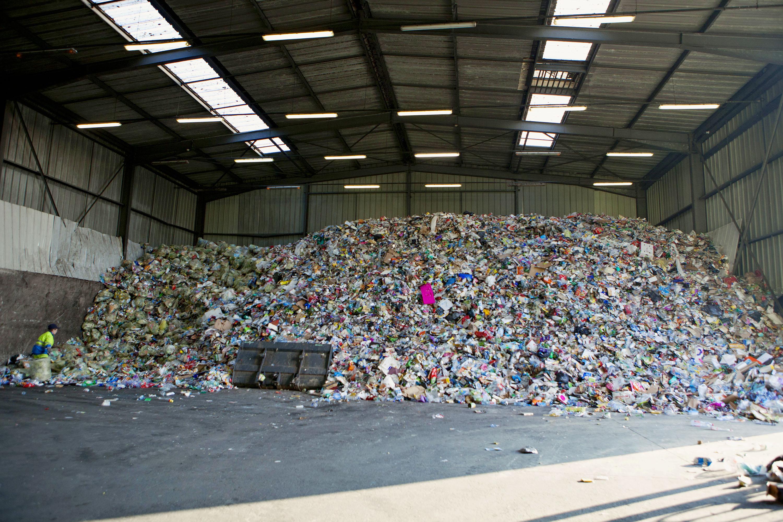 Treffieux : Amas de déchets issus le la collecte sélective